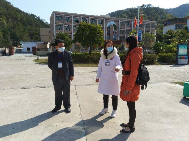 龙川县卫健局局长魏文华来龙川残疾人康复教育综合服务基地检查指导疫情防控工作
